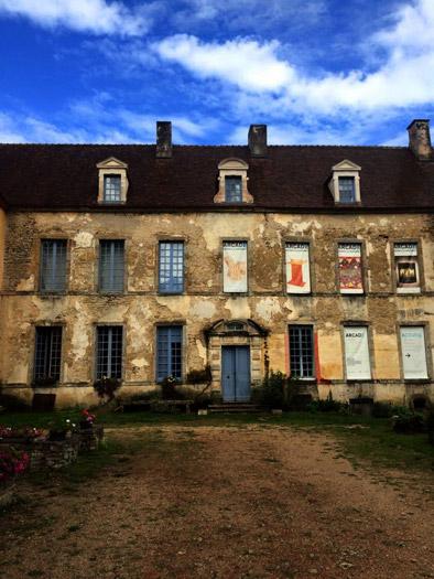 Deux jours au château de Sainte Colombe en Auxois pour les terminales STD2A. Site Arcade, le design à la campagne...