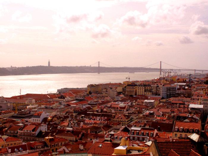 Lisbonne ! Un temps de répit avant les examens... Ici, vue du château Saint Georges.