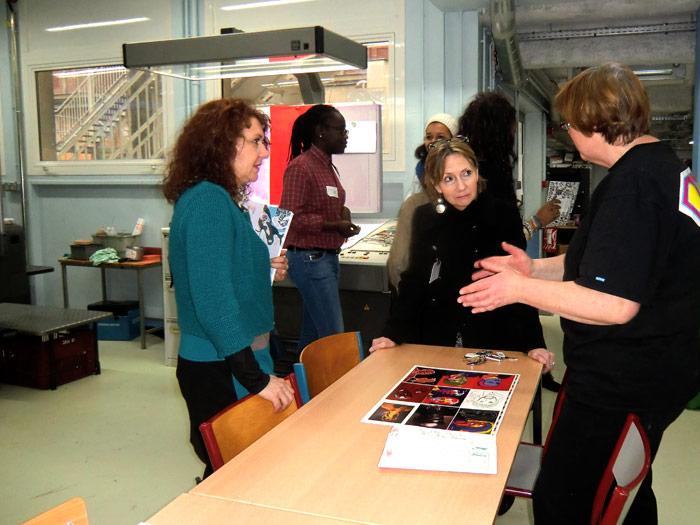 BAC PRO - Madame Tronchet donne quelques petits détails techniques à Madame Alin (notre Proviseur) et à Madame Decot (notre Chef de travaux)